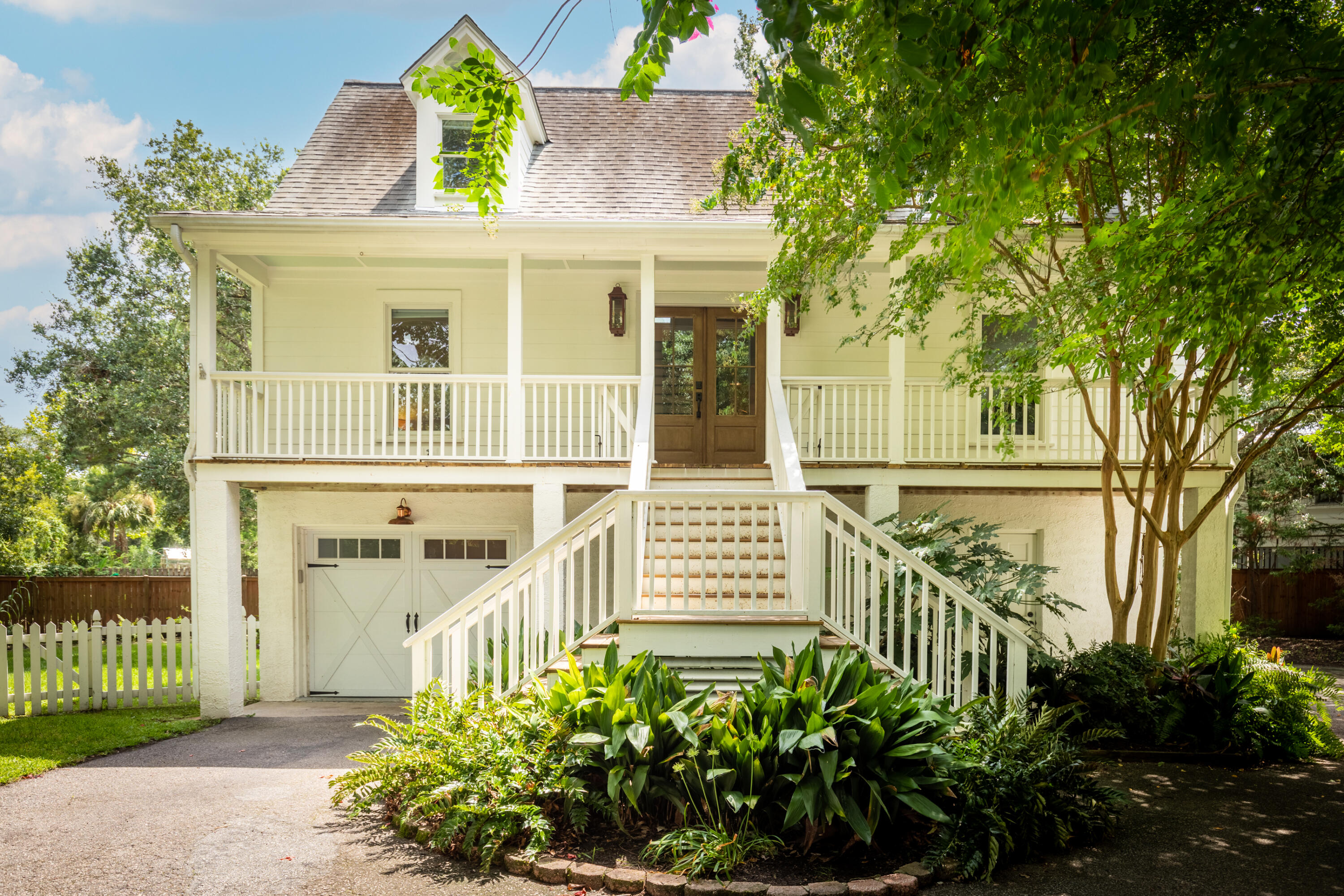 907 Royall Avenue, Mount Pleasant, 29464, 4 Bedrooms Bedrooms, ,2 BathroomsBathrooms,Residential,For Sale,Royall,21023830