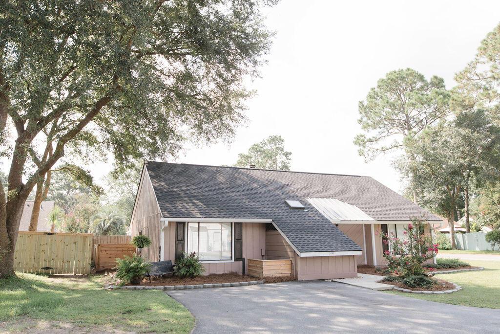 Snee Farm Homes For Sale - 1136 Honeysuckle, Mount Pleasant, SC - 48