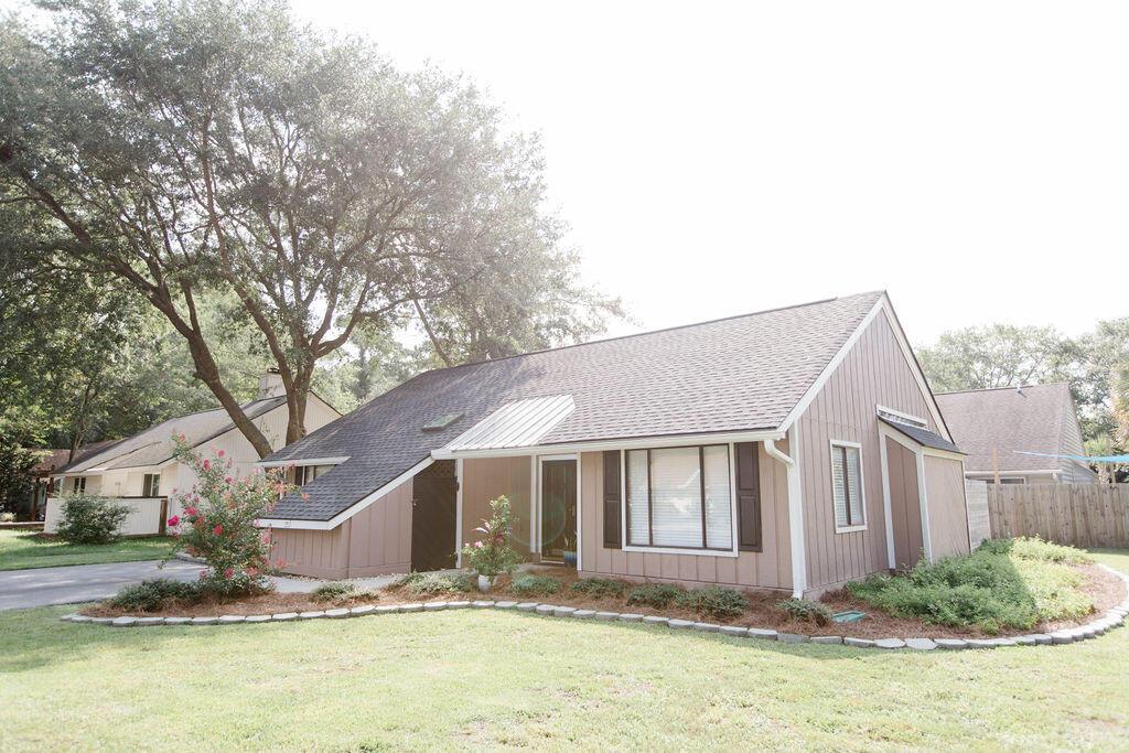 Snee Farm Homes For Sale - 1136 Honeysuckle, Mount Pleasant, SC - 47