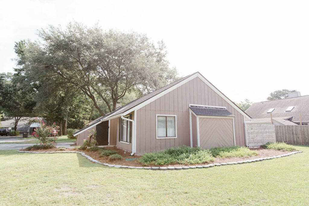 Snee Farm Homes For Sale - 1136 Honeysuckle, Mount Pleasant, SC - 5
