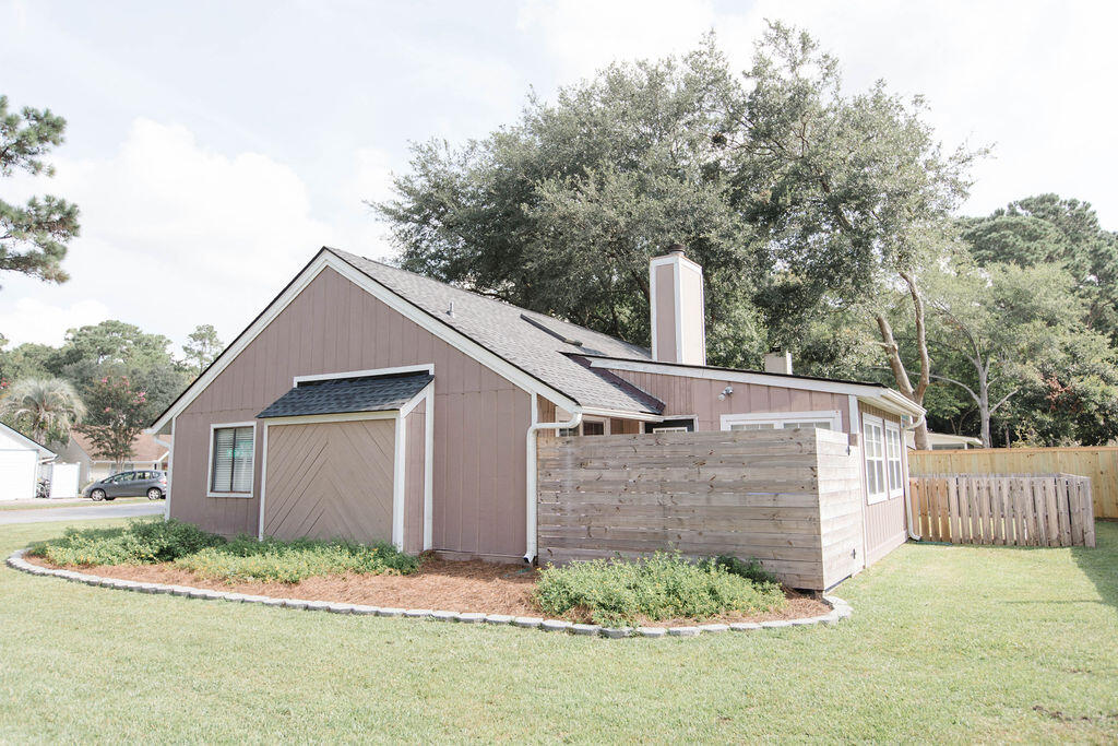 Snee Farm Homes For Sale - 1136 Honeysuckle, Mount Pleasant, SC - 4