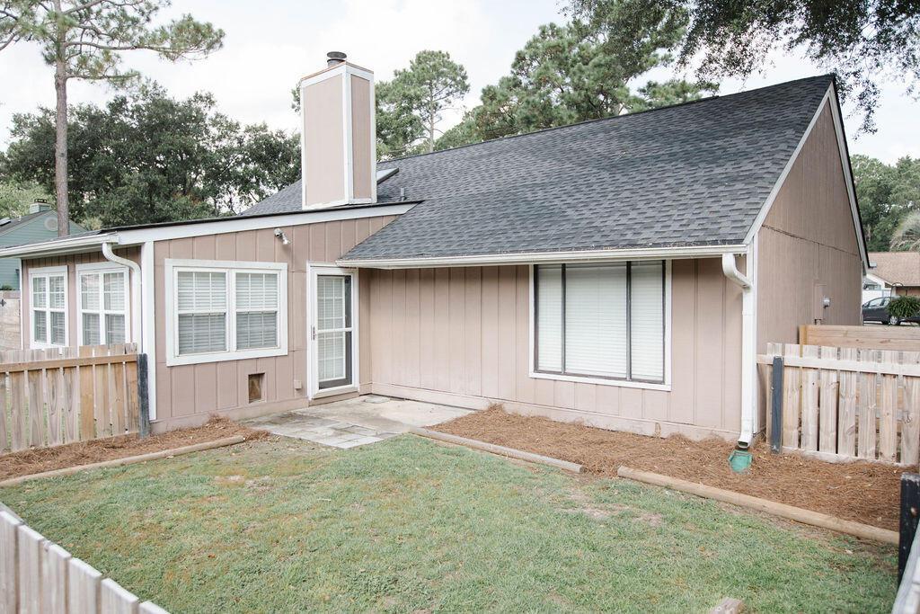 Snee Farm Homes For Sale - 1136 Honeysuckle, Mount Pleasant, SC - 2