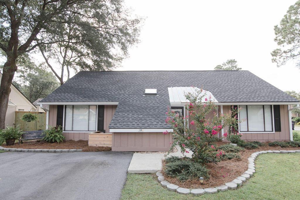 Snee Farm Homes For Sale - 1136 Honeysuckle, Mount Pleasant, SC - 11