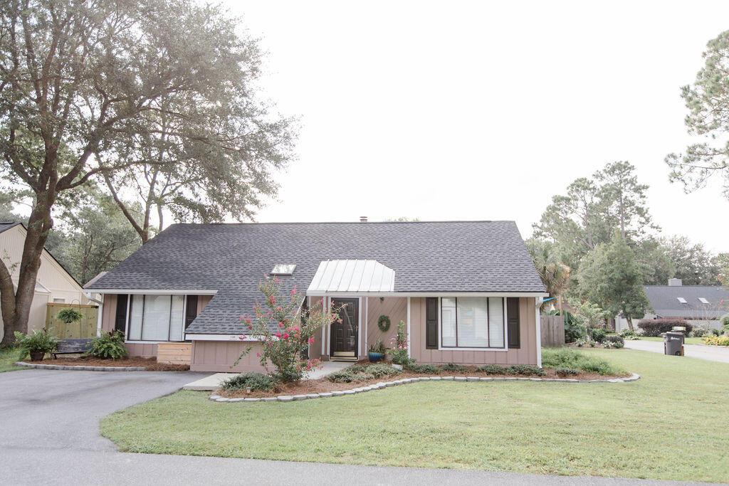 Snee Farm Homes For Sale - 1136 Honeysuckle, Mount Pleasant, SC - 49