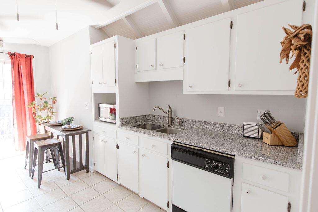 Snee Farm Homes For Sale - 1136 Honeysuckle, Mount Pleasant, SC - 37