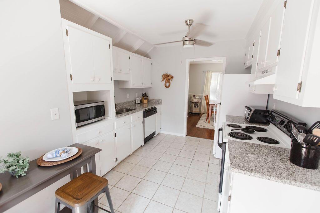 Snee Farm Homes For Sale - 1136 Honeysuckle, Mount Pleasant, SC - 33