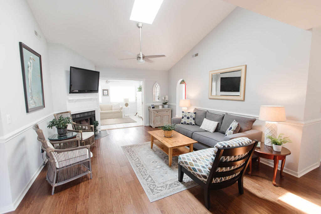 Snee Farm Homes For Sale - 1136 Honeysuckle, Mount Pleasant, SC - 6