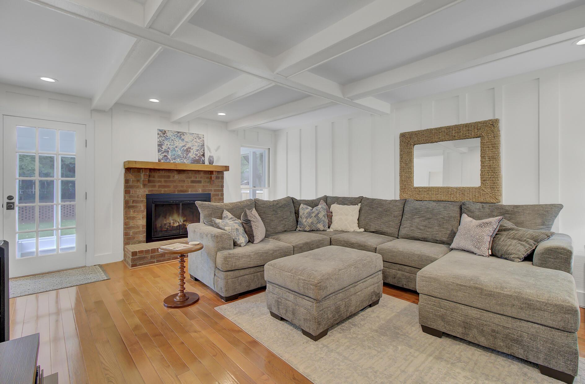 Snee Farm Homes For Sale - 1137 Parkway, Mount Pleasant, SC - 13