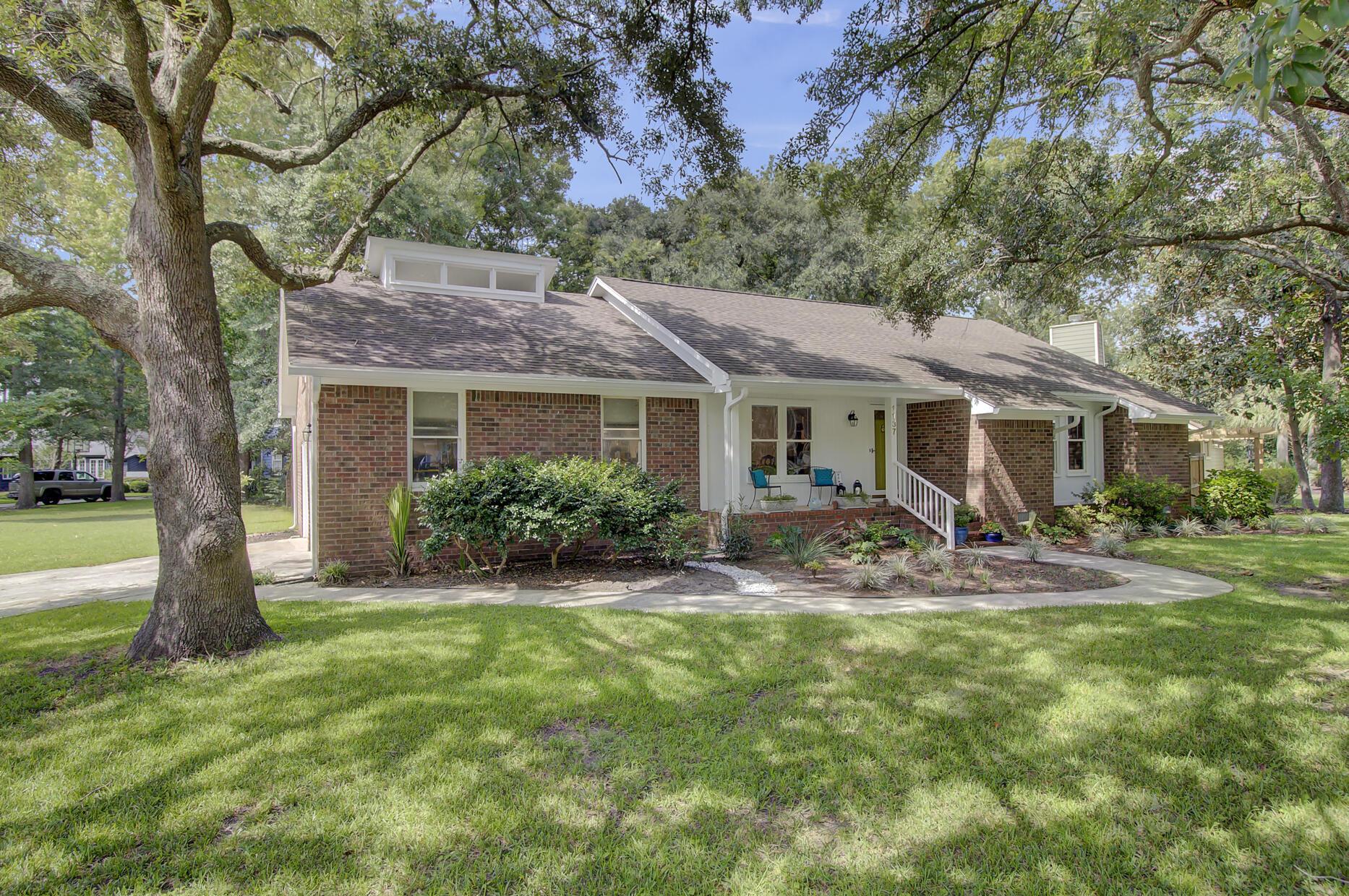 Snee Farm Homes For Sale - 1137 Parkway, Mount Pleasant, SC - 15