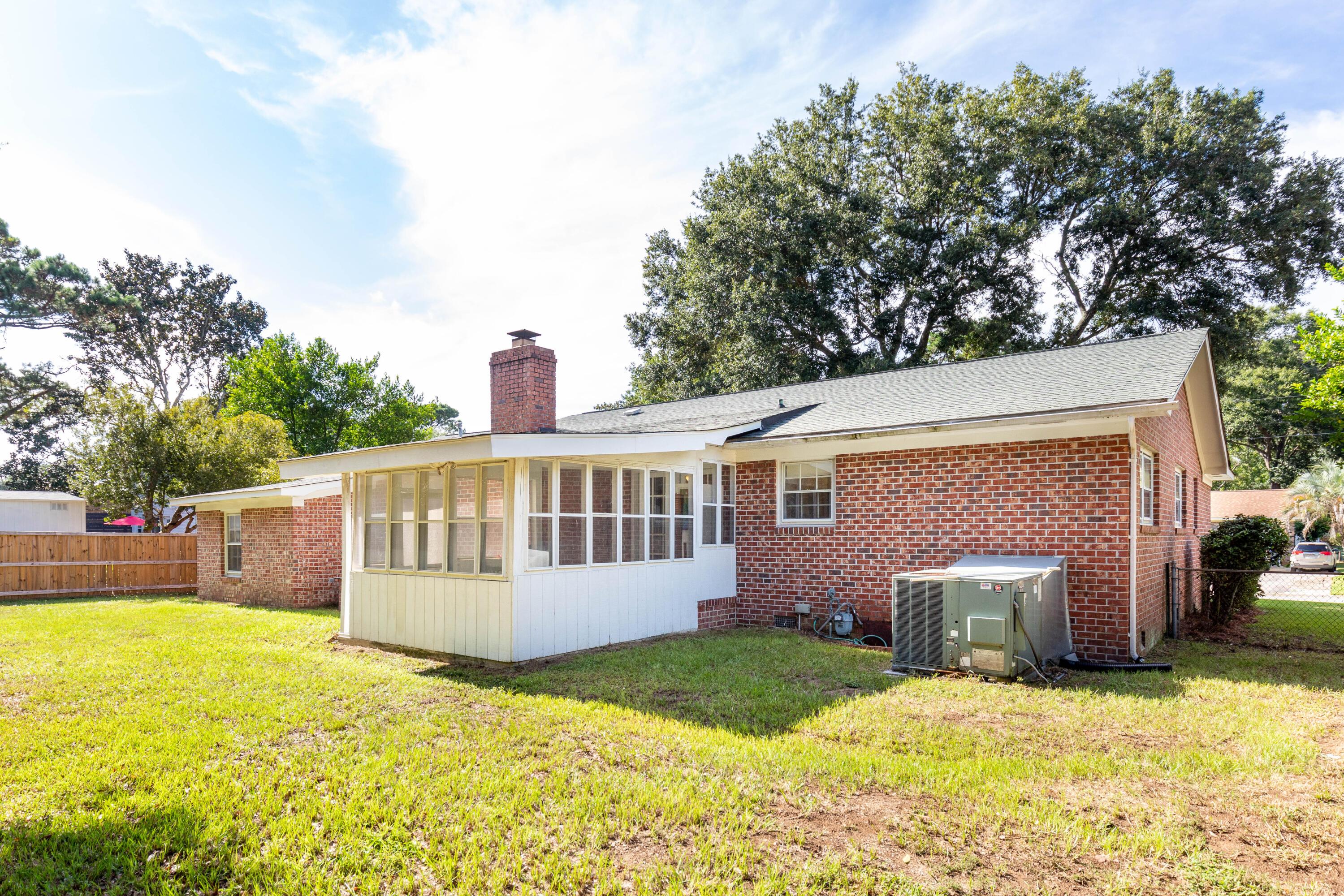 Oakcrest Homes For Sale - 1227 Oakcrest, Charleston, SC - 4