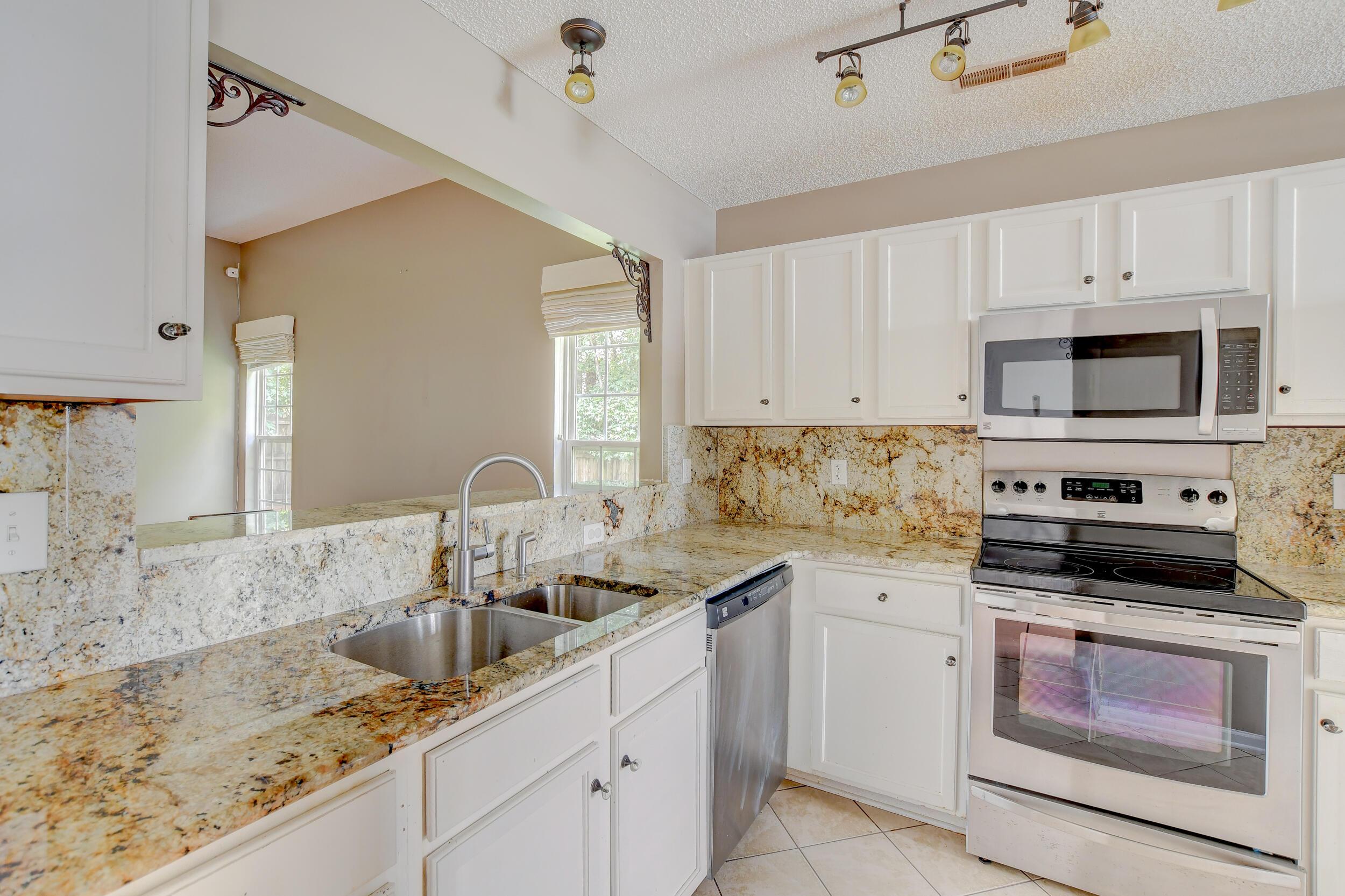 Crowfield Plantation Homes For Sale - 1010 Longview, Goose Creek, SC - 15