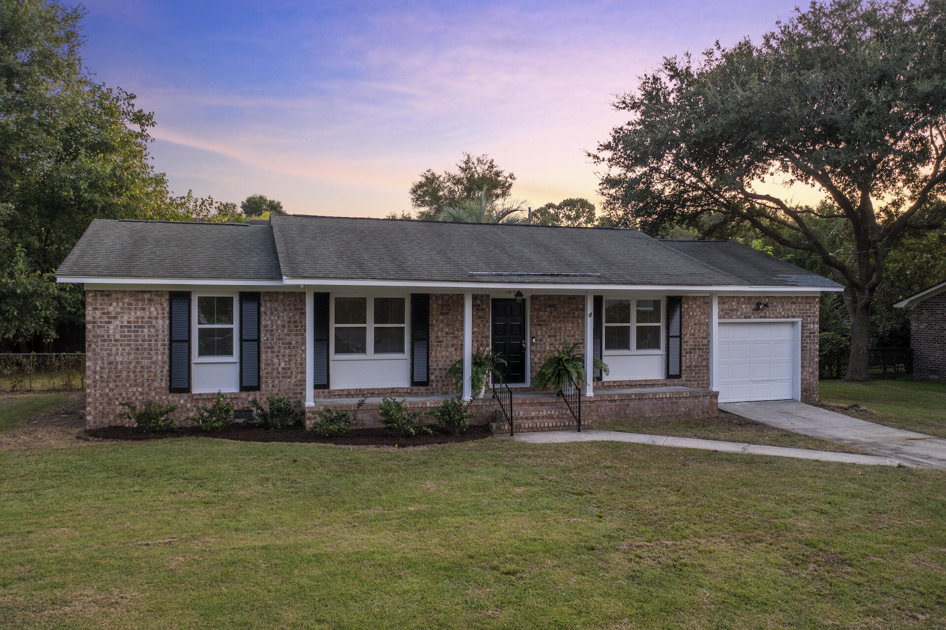 Whitehouse Plantation Homes For Sale - 1309 Hampshire, Charleston, SC - 29