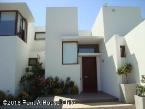Casa En Venta En Santiago, Lo Barnechea, Chile, CL RAH: 15-113