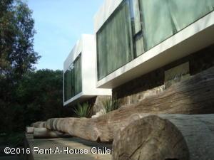 Casa En Arriendo En Santiago, Lo Barnechea, Chile, CL RAH: 15-153