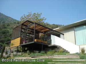 Casa En Venta En Santiago, Lo Barnechea, Chile, CL RAH: 15-160
