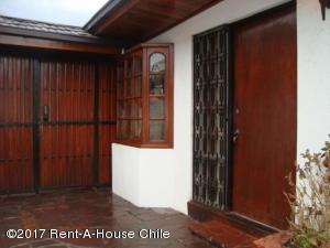 Casa En Venta En Santiago, La Reina, Chile, CL RAH: 17-80