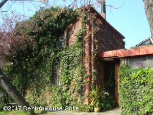Casa En Ventaen Santiago, La Reina, Chile, CL RAH: 15-177