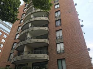 Departamento En Arriendoen Santiago, Las Condes, Chile, CL RAH: 17-167
