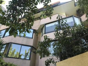 Departamento En Arriendoen Santiago, Las Condes, Chile, CL RAH: 17-186