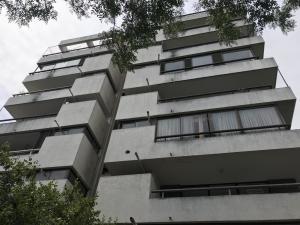 Departamento En Arriendoen Santiago, Las Condes, Chile, CL RAH: 18-7