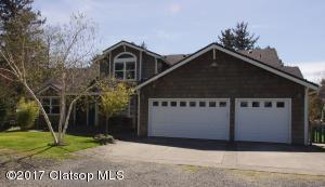 661 9th St, Gearhart, OR 97138