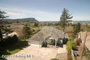 160 Hilltop Dr, Seaside, OR 97138