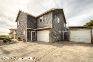 44 8th Ave, Seaside, OR 97138