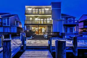 702 32nd St 11, Ocean City, MD 21842