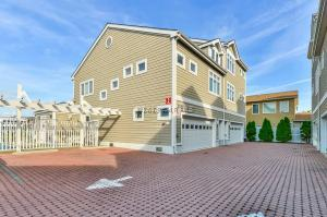 3508 S Canal St 101, Ocean City, MD 21842