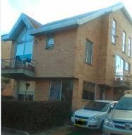 Casa En Venta En Chia, Chia, Colombia, CO RAH: 14-183