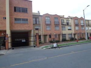 Casa En Venta En Bogota, Portales, Colombia, CO RAH: 14-214