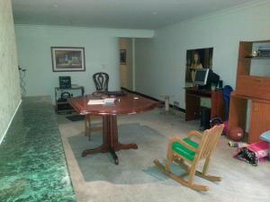 Apartamento En Venta En Bogota, La Cabrera, Colombia, CO RAH: 14-456