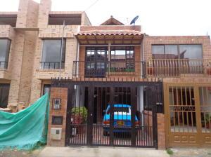 Casa En Venta En Cota, Cota, Colombia, CO RAH: 15-212
