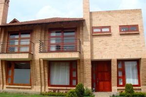 Casa En Venta En Chia, Chia, Colombia, CO RAH: 16-2
