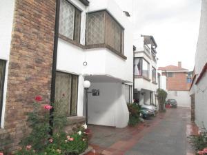Casa En Arriendo En Bogota, Cedritos, Colombia, CO RAH: 16-13