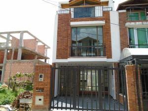 Casa En Venta En Cota, Cota, Colombia, CO RAH: 16-93