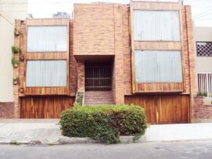 Casa En Arriendo En Bogota, Santa Bárbara, Colombia, CO RAH: 16-146