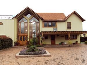Casa En Arriendo En Bogota, Sopo, Colombia, CO RAH: 16-209