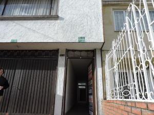 Casa En Arriendo En Bogota, Prado Pinzón, Colombia, CO RAH: 16-217