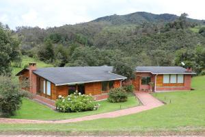 Casa En Arriendo En La Calera, La Calera, Colombia, CO RAH: 16-232
