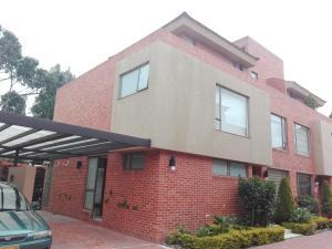 Casa En Venta En Bogota, Arrayanes, Colombia, CO RAH: 16-251