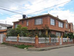Apartamento En Venta En Chia, Chia, Colombia, CO RAH: 17-36