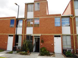 Casa En Venta En Cajica, Cajica, Colombia, CO RAH: 17-47
