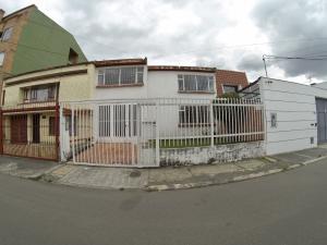 Casa En Venta En Bogota, Santa Margarita, Colombia, CO RAH: 17-77