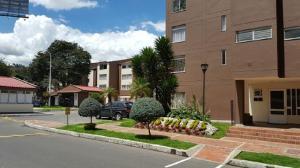 Apartamento En Venta En Bogota, Las Villas, Colombia, CO RAH: 17-105