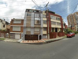 Apartamento En Venta En Bogota, Cedritos, Colombia, CO RAH: 17-106