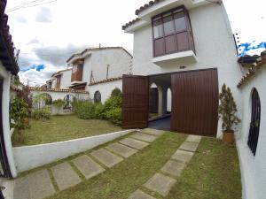 Casa En Ventaen Bogota, Las Villas, Colombia, CO RAH: 17-123
