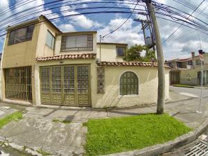Casa En Ventaen Bogota, Normandía, Colombia, CO RAH: 17-150