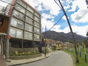 COSTA ORIENTAL DEL LAGO Apartamento en Venta en Chapinero en Bogota Código: 18-22 No.2