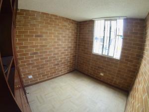 Apartamento En Venta En Ciudad Kenedy - Código: 18-80